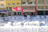 И весь день куча автовладельцев махали лопатами, чтобы вызволить сашины из снежного плена.