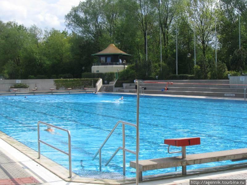 Комплекс бассейнов возле Спортплац — спортивный бассейн