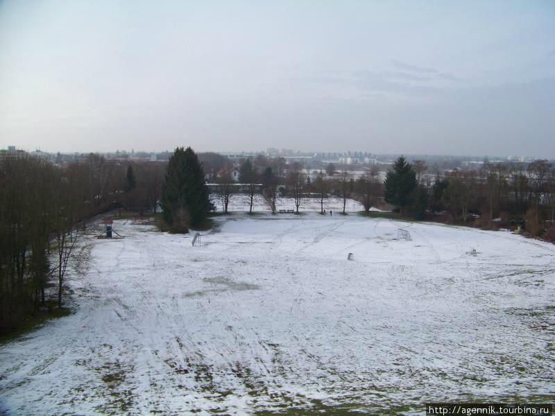 Зимой — вид с местной
