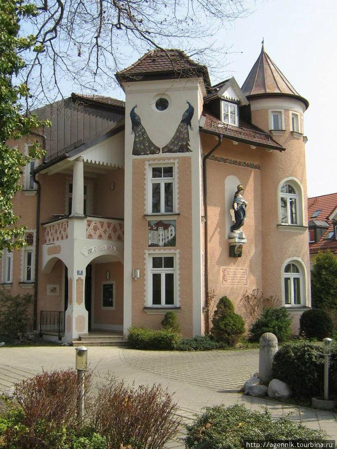 Старый дом на Мюнхенерштрассе — это уже югенштиль
