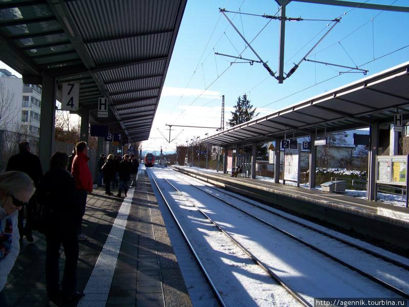 Платформа S-Bahn Унтерхахинг — вдали хорошо видны Альпы