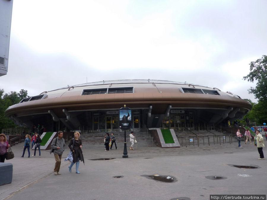 Станция метро Горьковская похожа на летающую тарелку
