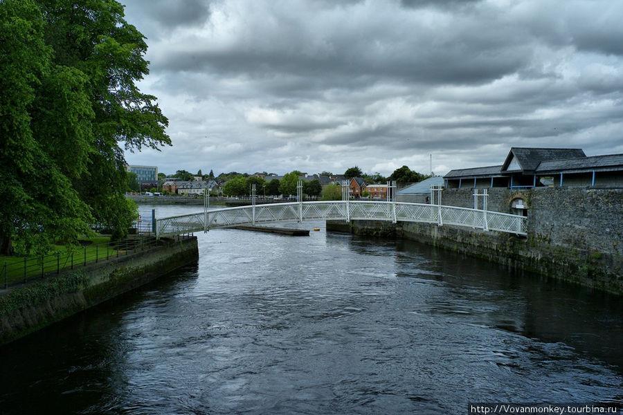 Река Abbey, приток Шэннона. Вид с моста Мэттью.