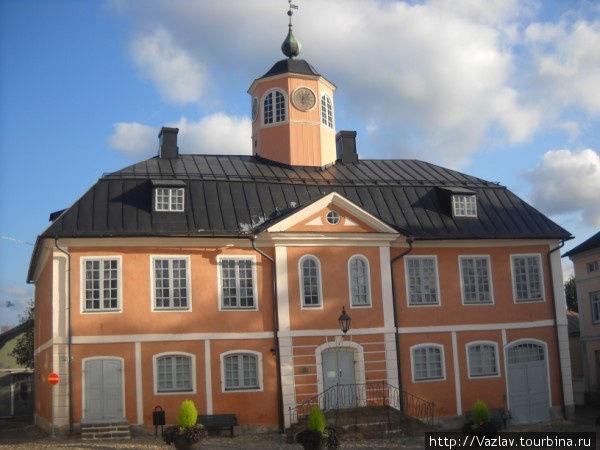 Парадный фасад ратуши