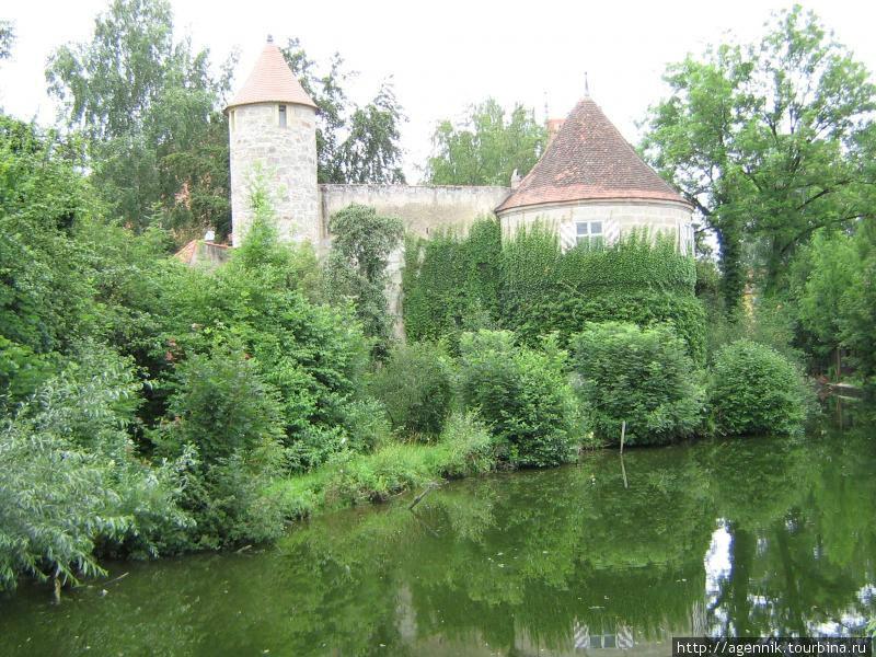 Пруды и крепостные стены