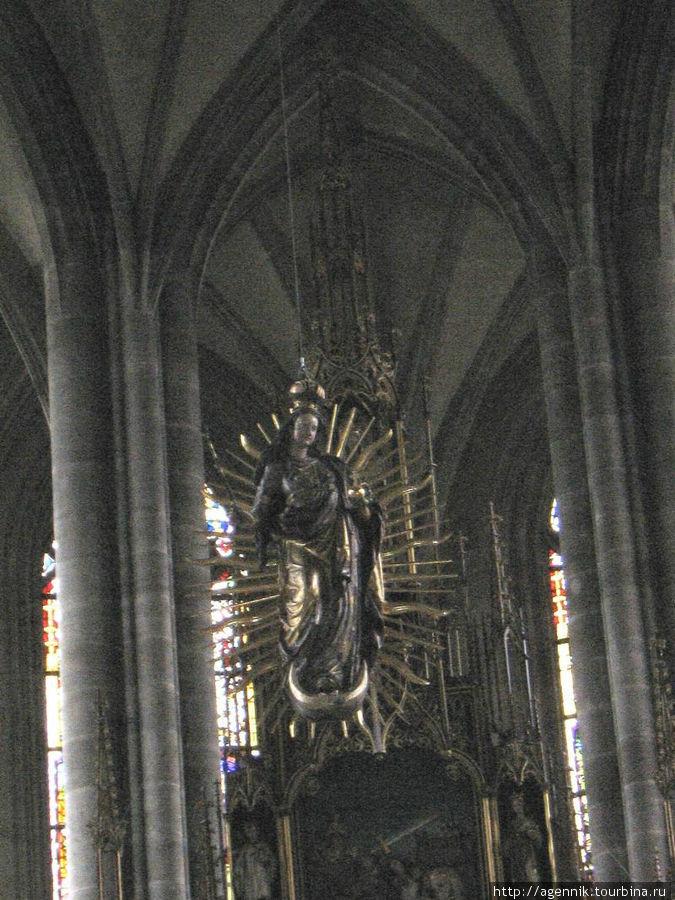 Алтарная часть в соборе СВ. Георгия