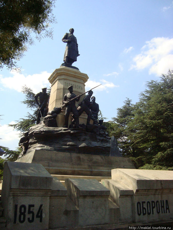 Памятник Э.Тотлебену-выдающемуся военному инженеру.