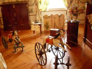 Детская с первыми образцами деревянных лошадок эпохи Наполеона III.