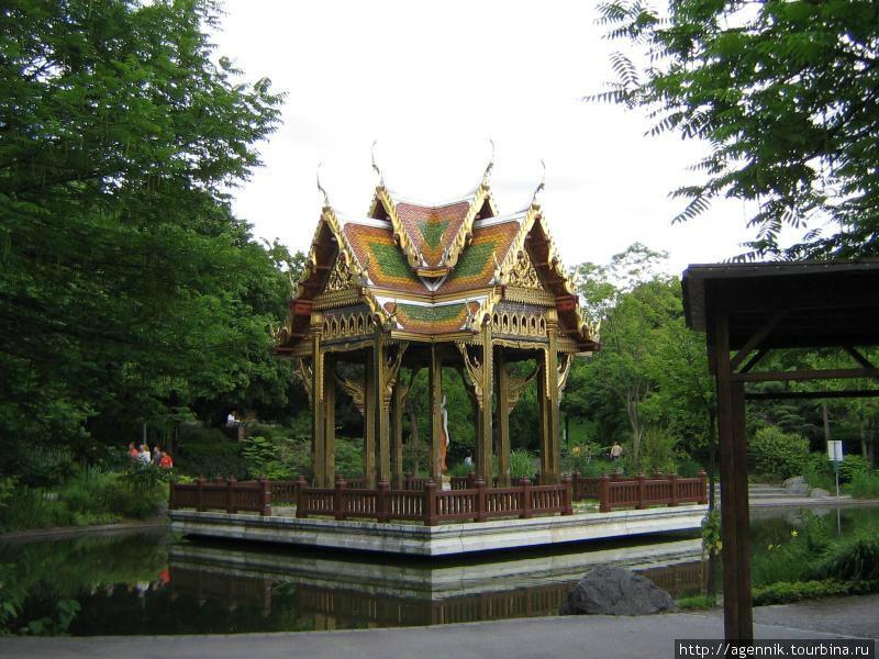 Пагода из Таиланда — стоит на искусственном острове