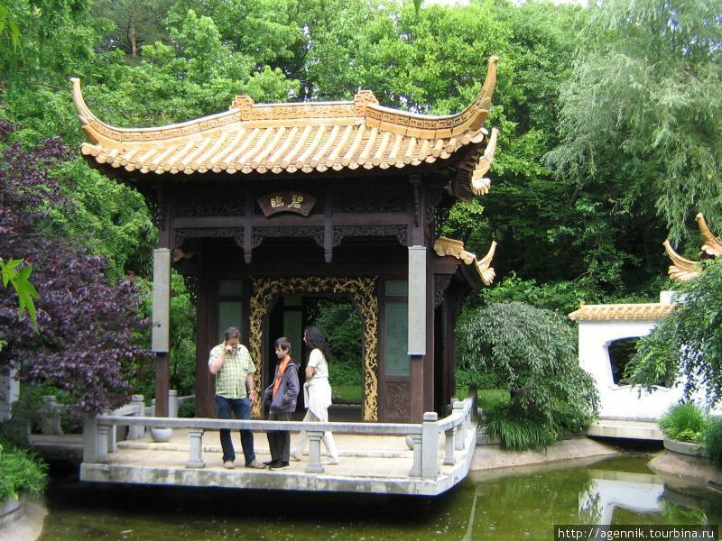 Павильон в китайском саду