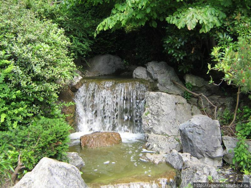 Грот в японском саду