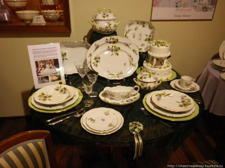 Сервиз подготовленный в подарок на свадьбу английского принца Уильяма и Кейт Миддлтон