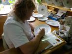 Конечным пунктом нашей экскурсии по мини-мануфактуре был стол,...