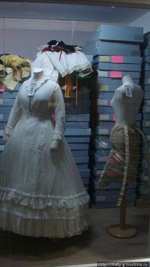 Экспонаты и хранилище музея моды