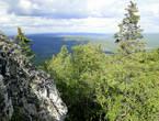 Алабия, протяженностью 12 километров, — единственный хребет на Урале, вытянутый перпендикулярно Уральскому хребту, с северо-запада на юго-восток