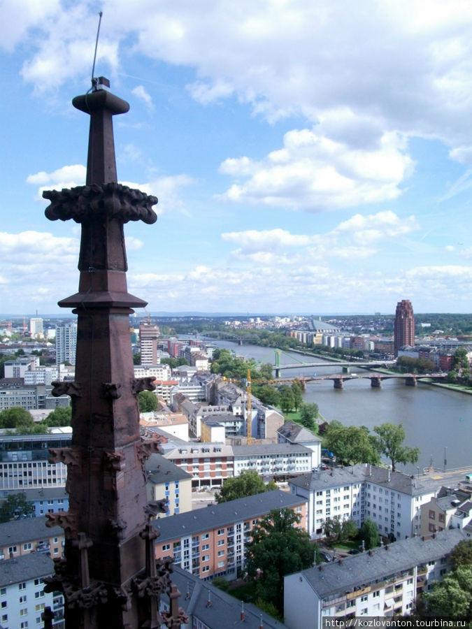 Вид с башни на Майн. Красота!