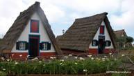 А вот такие дома на северной части острова стояли еще 100 лет назад. Сейчас они остались только в деревеньке Сантана. И в основном в виде достопримечательности для туристов.