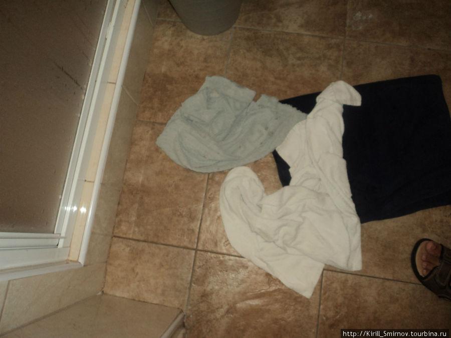 Вот, полотенца. Больше напоминают половую тряпку) Вытереться ими мы так и не решились!)