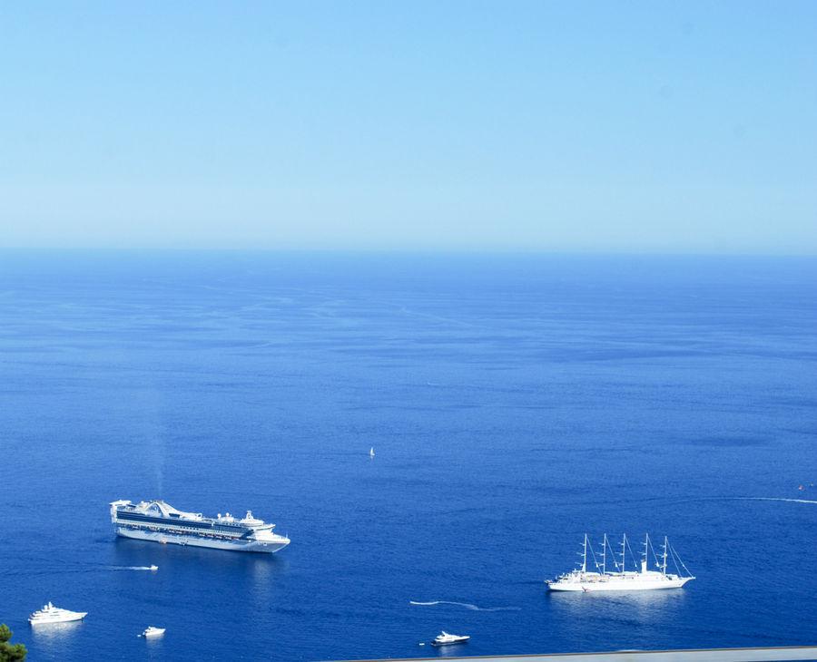 Средиземноморье. Монакские ялики. Вид из окна португальской фуры. Вызывает обильное слюноотделение.
