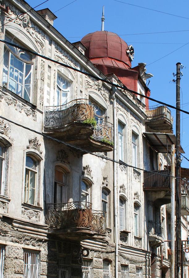 Еще внезапные балконы. Изящь завораживает.