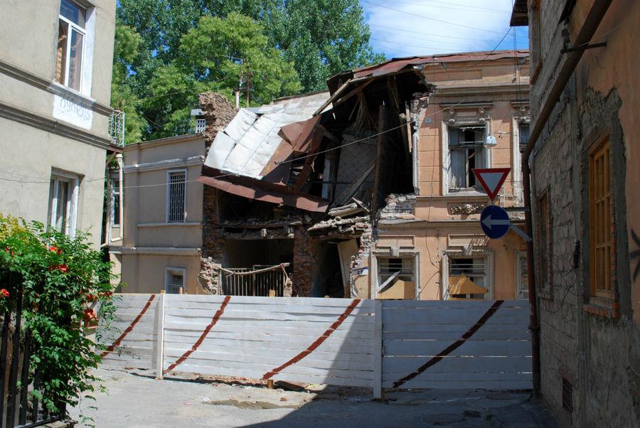Тбилиси стареет. Ненужные клетки отмирают.