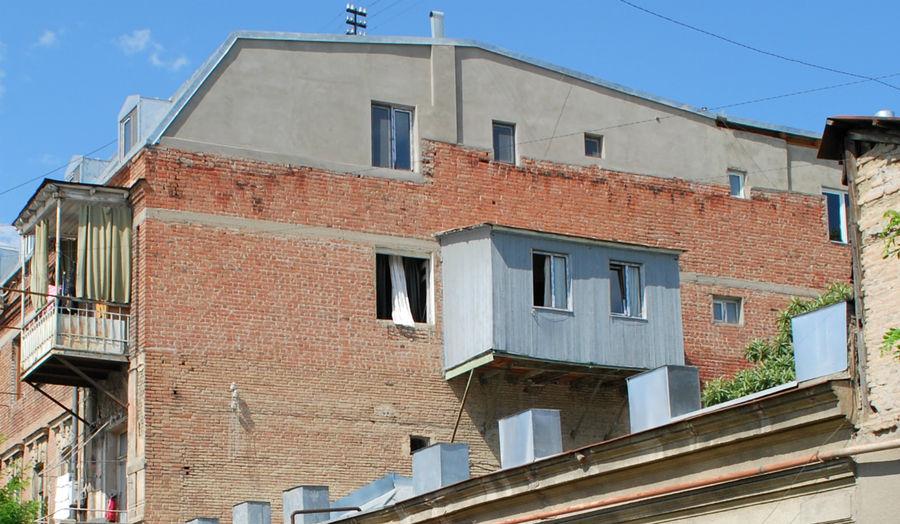 Самостийный балкон. Безвкусные стяжатели.