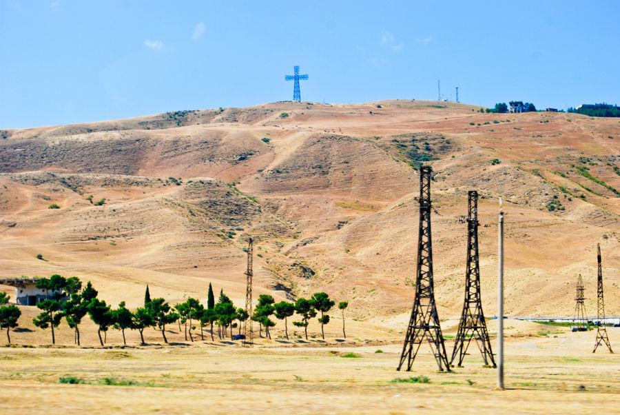 Башни и крест.