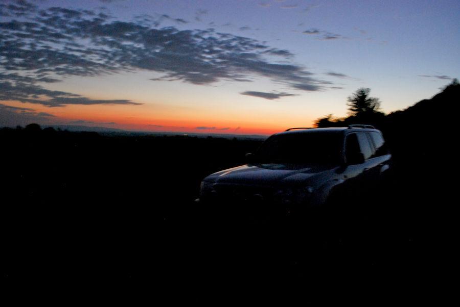 Знаменитый TLC 777 на фоне заката.