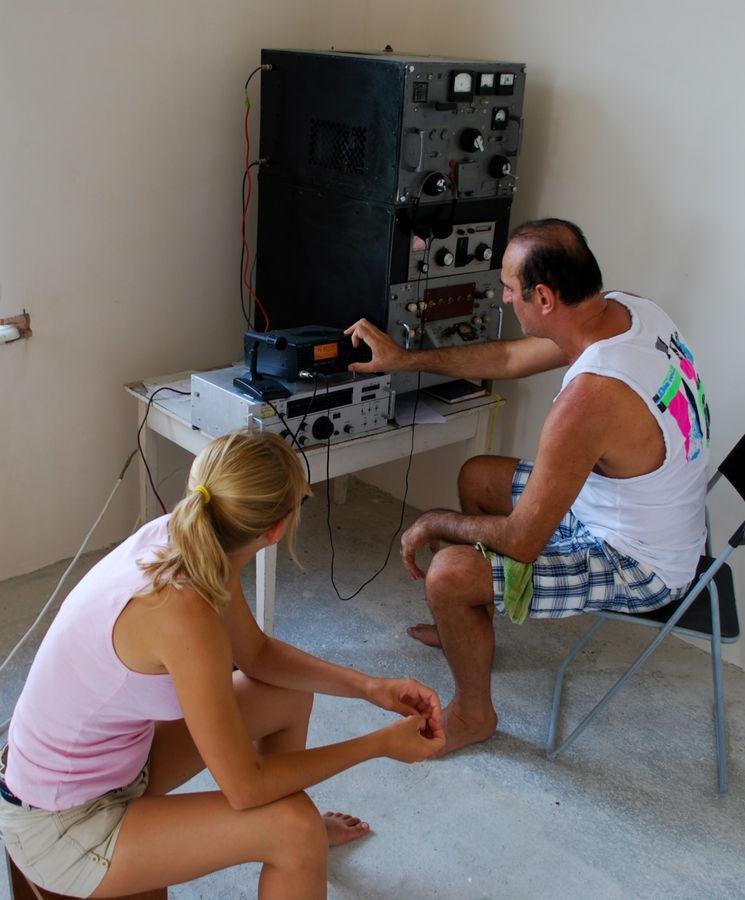 Маша слушает лекцию по радиолюбительству. В этой связи хочется попиарить radioexpert.ru
