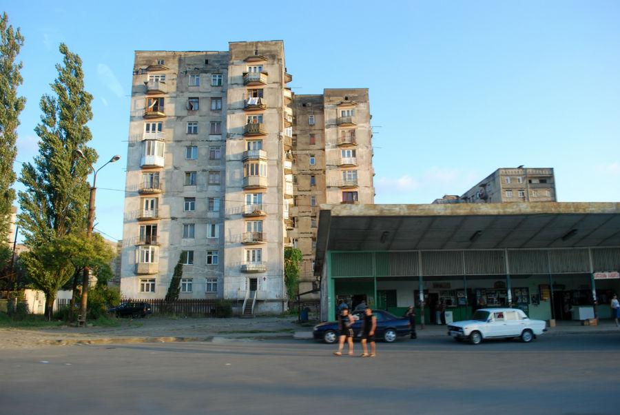 Обычный квартал Кутаиси.