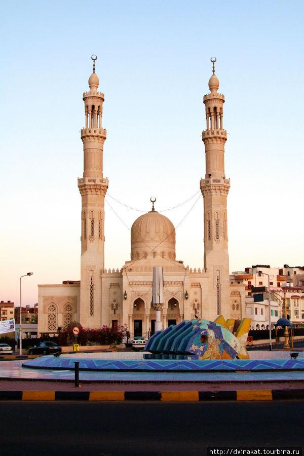 Район Дахар, Центральная мечеть Абдульхасана Эльшази