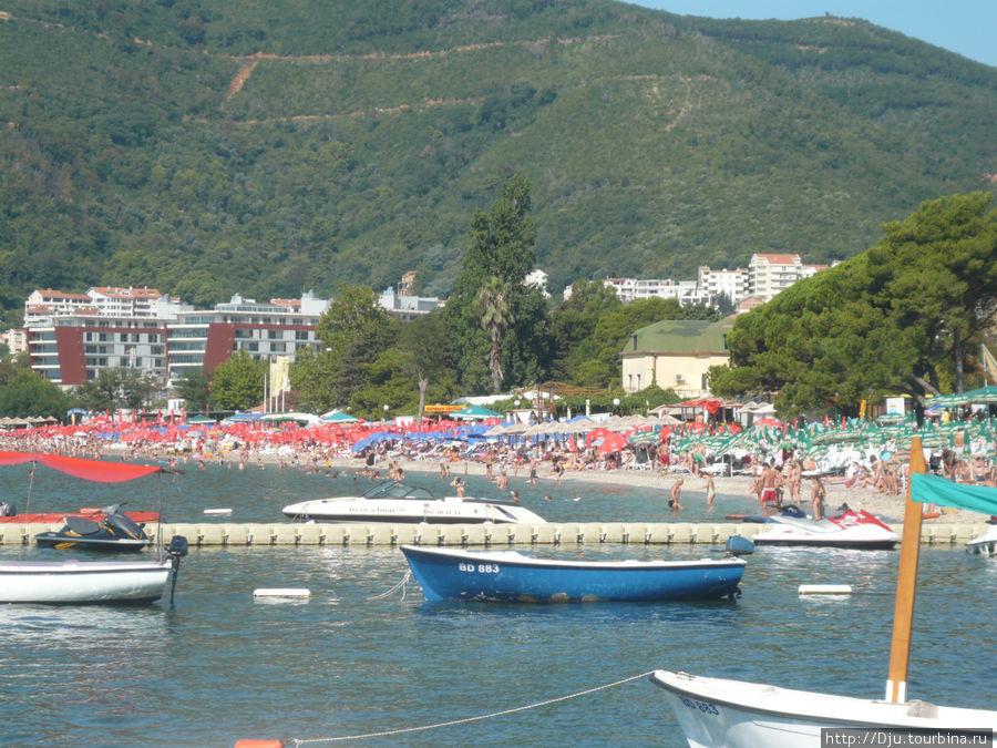 Славенский пляж. Не смотря на разные зонтики, это все Славянский пляж.