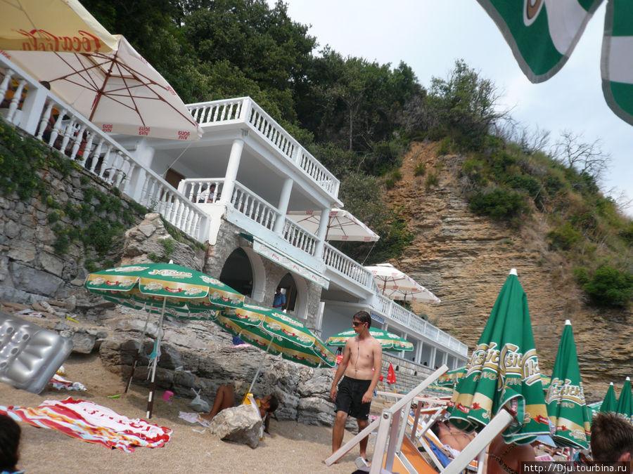 Ресторан пляжа Могрен II. Можно отведать вкусный кофе, выпечку и отличную пиццу.