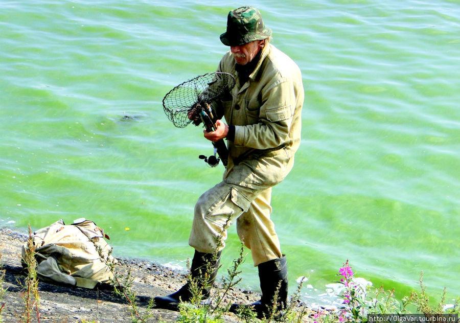поиск группы рыбаков