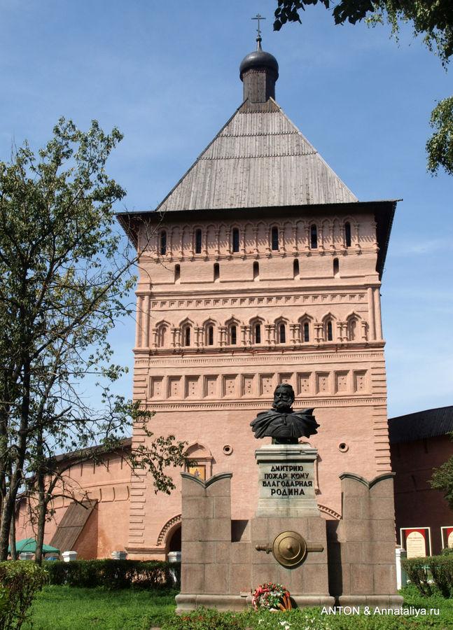 Памятник Дмитрию Пожарско