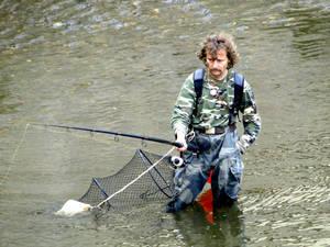 А так выглядит чешский рыбак, которого видела в городе Терезин. Найдите отличия...