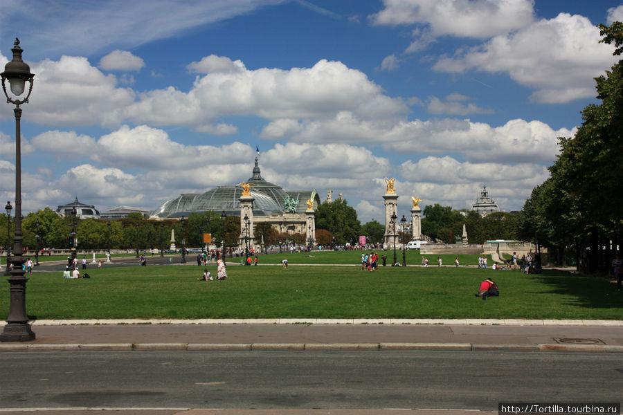 Париж. Эспланада Инвалидов. Вид на Большой дворец