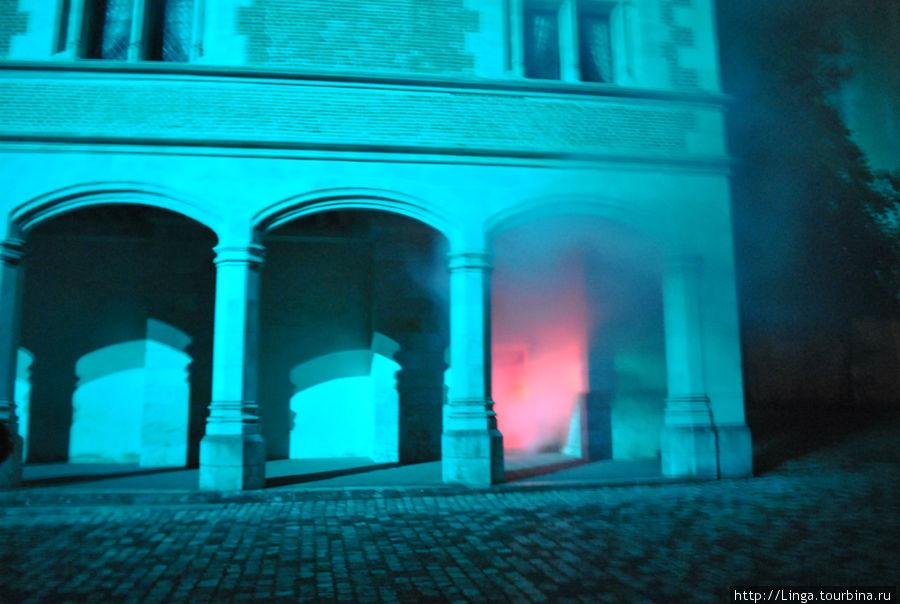 Свето-музыкальное шоу в замке Блуа. Дым, свет, звуки, музыка, голоса — это надо увидеть!