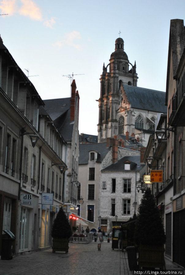 Собор Сен-Луи.
