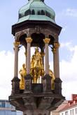 Магдебургский всадник — бронзовая копия одной из первых отдельно стоящих скульптур по северную сторону Альп. Скульптура, созданная в 1240 году, представляет по всей вероятности императора Оттона I.
