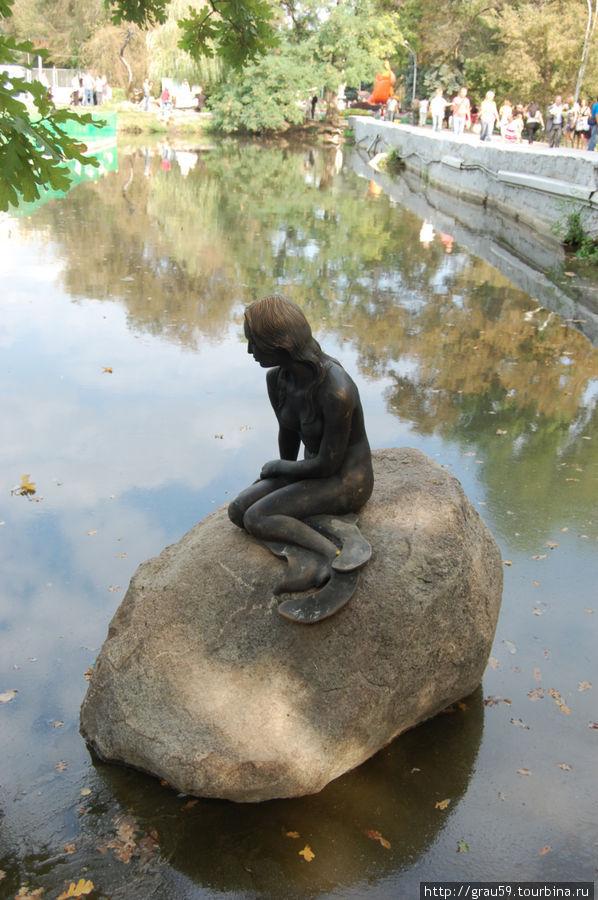 Русалочка в городском парке Саратова