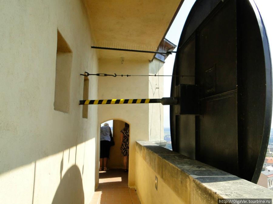 На башне оборудована смотровая площадка, откуда открывается изумительный вид на окрестности Мелника