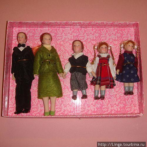 Персонажи — обитатели кукольного домика.