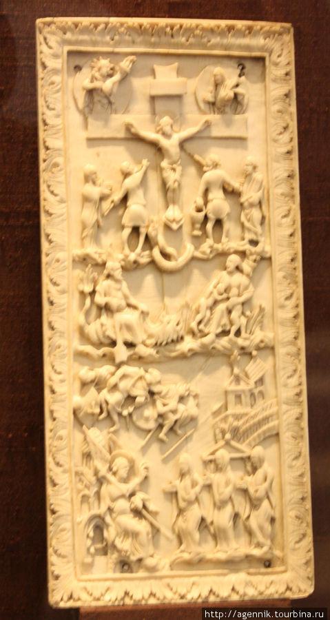 Древние костяные таблички-иконы пришли из Византии