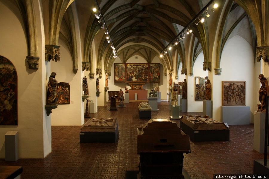 Хорошо видно, как залы оформлены в стиле экспозиции