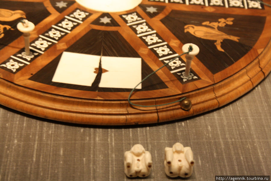 Фишки не вполне приличные — игра считалась занятием греховным