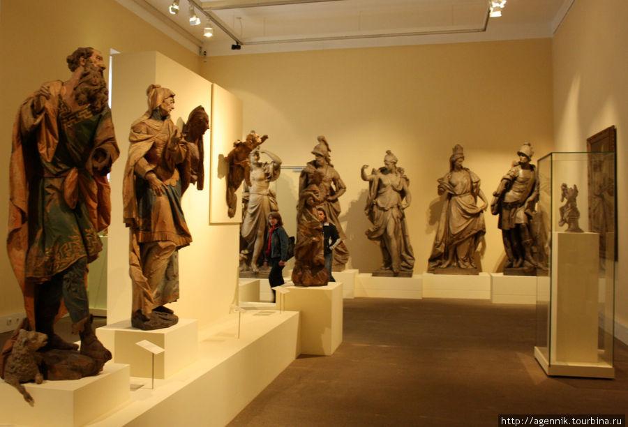 Барочная скульптура громоздка и не так виртуозна, как готическая