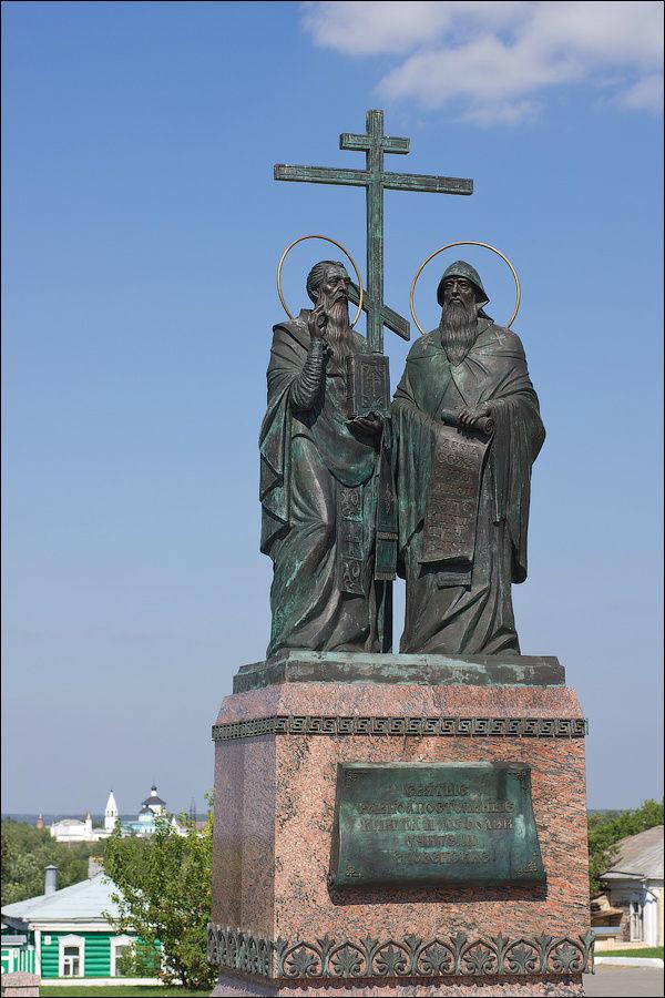 Памятник святым равноапос