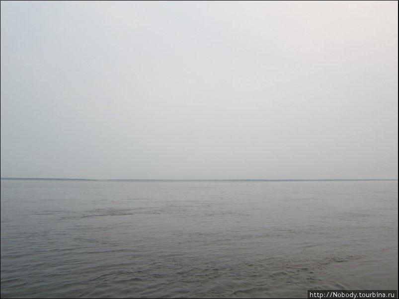 Переправа через Лену. На горизонте — острова. Другого берега не видно...