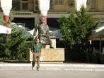 Памятник Аристотелю на одноимённой площади.